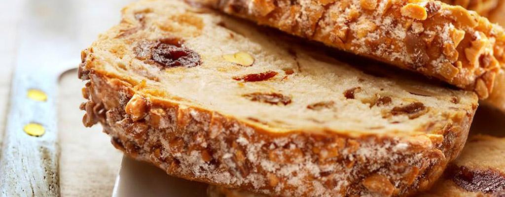 Hazelnoten-rozijnen cake