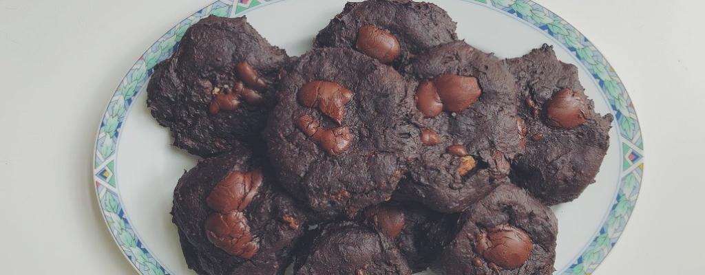 Deegloze Chocolate Chip Cookies met avocado